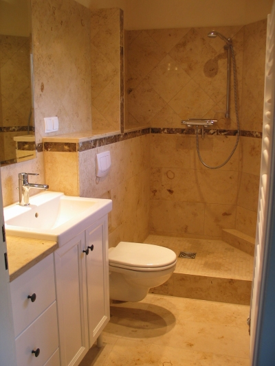 badezimmer aus marmur. Black Bedroom Furniture Sets. Home Design Ideas